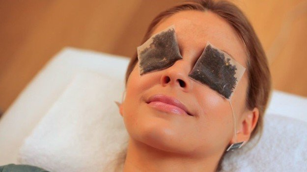 To Minimize Under-eye Circles | 10 Uses for Used Teabags For Crafters Who Love Tea
