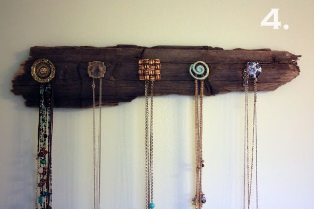 DIY Necklace Holder | 13 DIY Country Home Projects