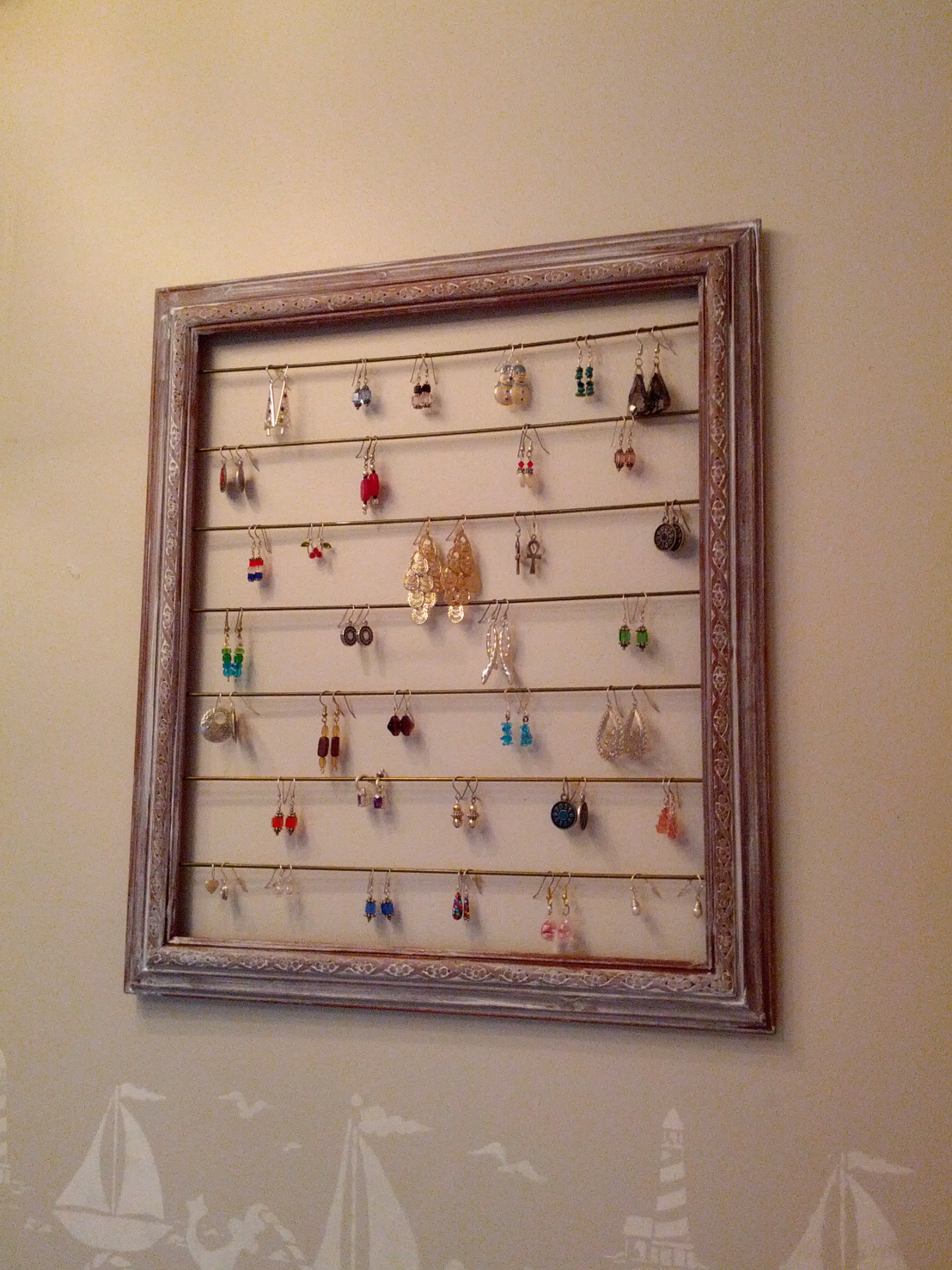 Earring Holder | 17 Amazingly Cheap Home Decor | DIY Crafts